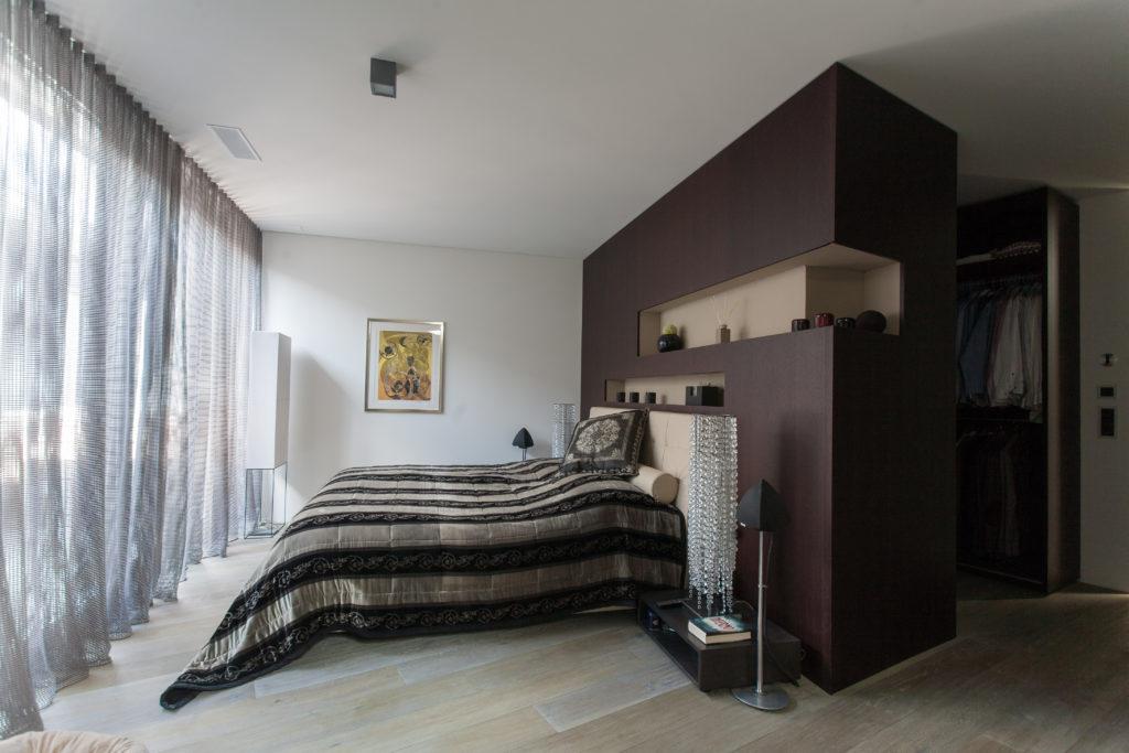 Attika-Talstrasse-Alterndorf-Ankleider-Master-Bedroom-MO-Architektur-Uznach-Linthgebiet-Ostschweiz