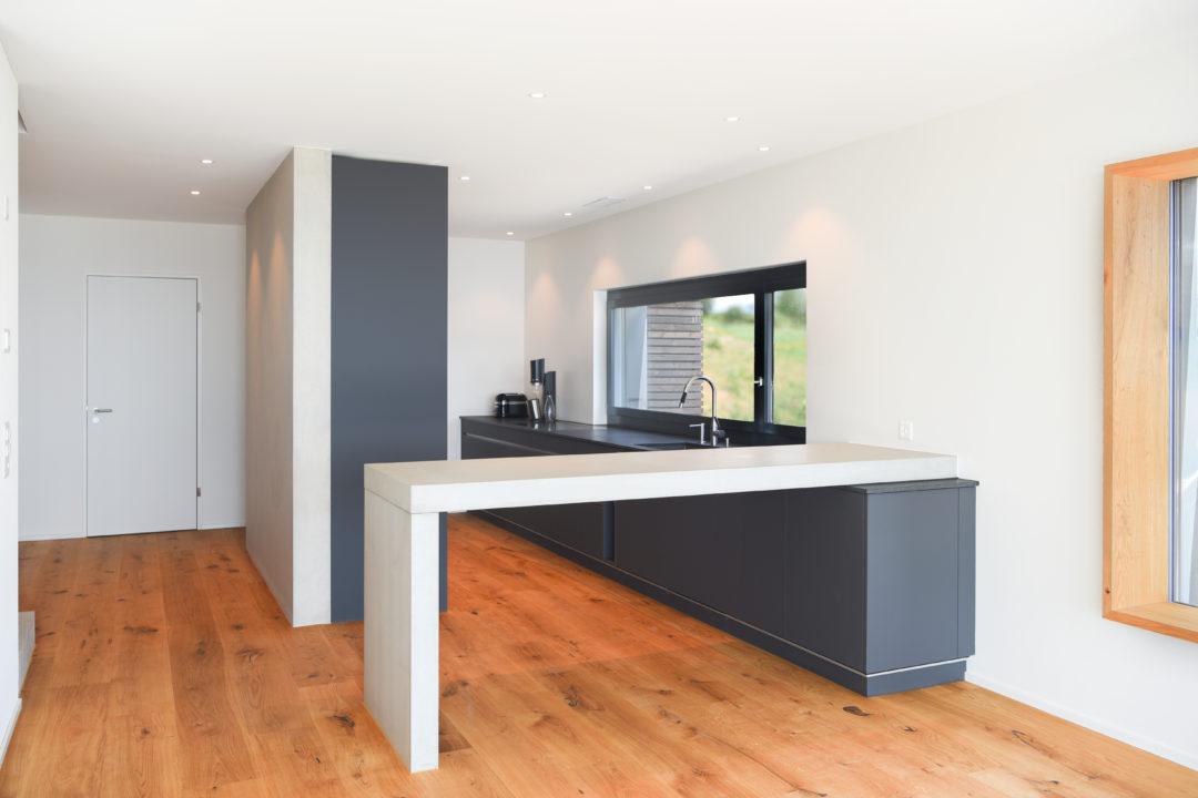 EFH Ottenhofen-MO-Architektur-Uznach-Linthgebiet-Ostschweiz-Küche Sichtbeton
