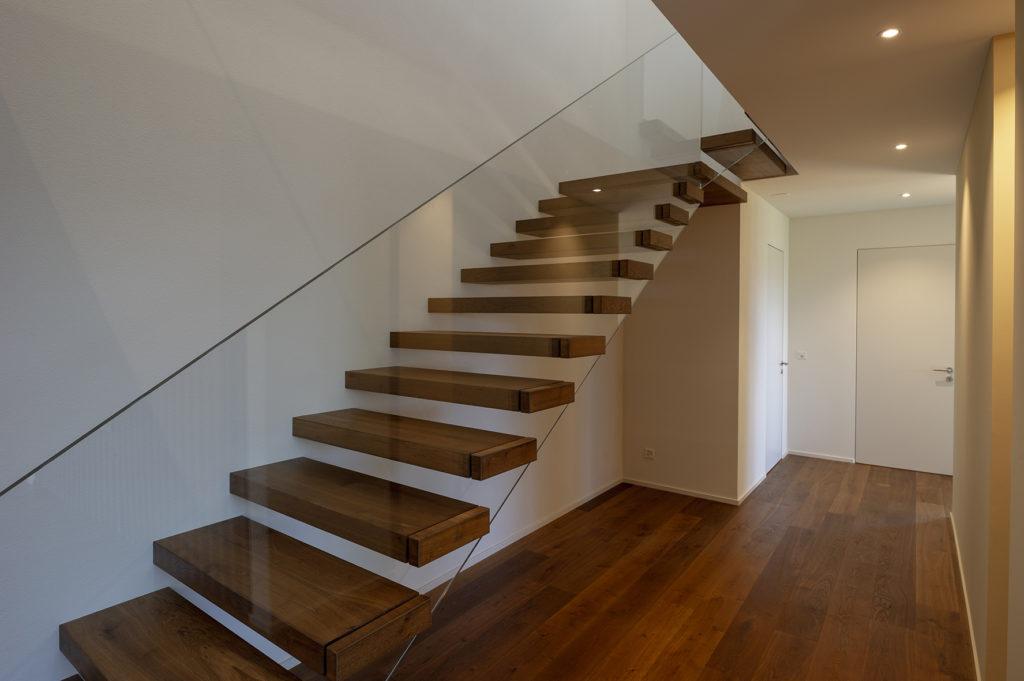 auskragende Treppe, Ganzglasgeländer ohne Unterteilung